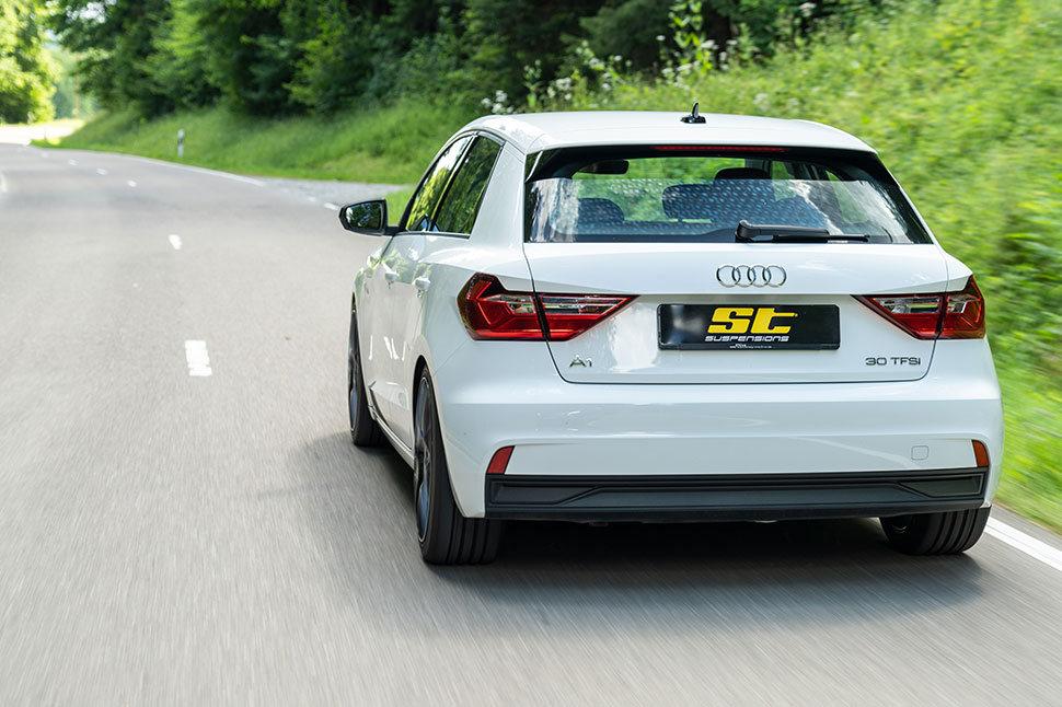 Die ST Gewindefedern ermöglichen ein direkteres Handling und verleihen dem Audi A1 Typ GB ein sportliches Fahrverhalten.