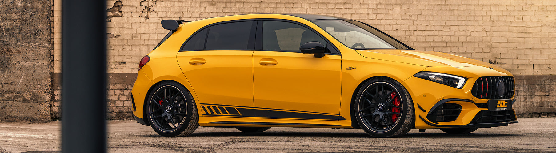 Für die drei Topmodelle Mercedes-AMG A 35 4MATIC, Mercedes-AMG A 45 4MATIC+ und Mercedes-AMG A 45 S 4MATIC+ ist ab sofort das neue 3-fach leistungseinstellbare ST XTA plus 3 Gewindefahrwerk erhältlich.